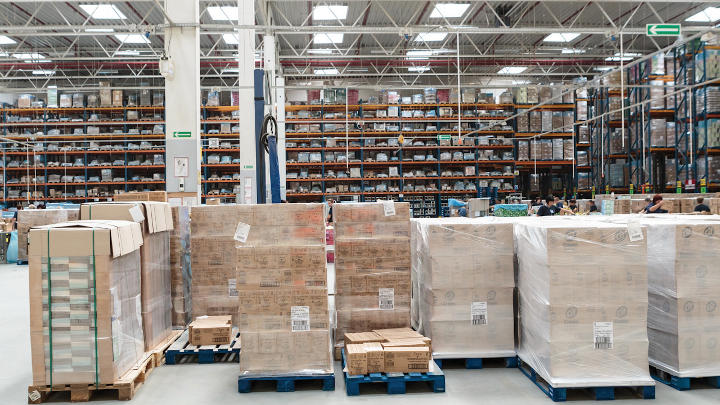 Unilever storage at Prologis uses energy-efficient Philips ambient lighting